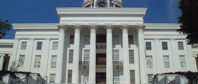 The front (western) elevation of the Alabama State Capitol building in 2006.