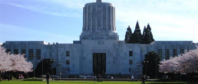 Front exterior of the Oregon State Capitol building in Salem, Oregon.